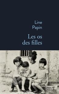 L'auteure relate son histoire, évoquant également celle de Ba, sa grand-mère, et celle de sa mère, des années 1960 aux années 2010, en passant par la rupture, en 2005, lorsqu'elle quitta Hanoï avec sa mère, laissant derrière elle son aïeule.