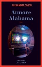 Un Français, affecté par un deuil, arrive à Atmore, une ville de l'Alabama. Il s'installe chez l'habitant et rôde autour de la prison qui se situe à l'écart de la ville. Seule sa rencontre avec une jeune Mexicaine l'apaise. (Electre)