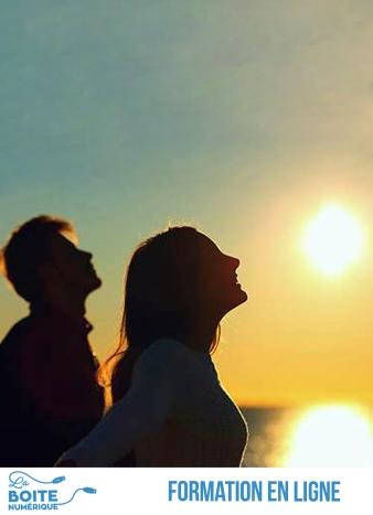 Apprendre à vivre avec ses émotions permet d'avoir un meilleur équilibre émotionnel, des rapports plus sains avec les autres et une plus grande cohérence interne. Une véritable ménagerie vit en vous et c'est à vous de lui permettre de vivre en harmonie. Ce cours en ligne vous apprendra à vivre avec vos émotions afin de libérer votre potentiel personnel et d'améliorer vos rapports avec les autres. (La Boîte numérique)