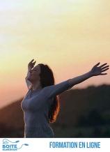 Vous serez accompagné pour ce cours d'auto-hypnose pour la confiance en soi en ligne de Jamal Lazaar, expert en développement personnel et plus particulièrement en psychologie du succès. Coach certifié en hypnose, il mettra à votre disposition son savoir et ses techniques afin de vous apprendre l'auto-hypnose afin de travailler votre confiance en vous. Dans ce cours d'auto-hypnose pour la confiance en soi vous apprendrez à pratiquer des séances d'auto-hypnose en ligne afin d'avoir confiance en vous et de vous libérer de toutes pensées négatives pour être capable de vous affirmer en public. Vous aborderez tout d'abord les bases de l'auto-hypnose : savoir si vous êtes réceptif, les bienfaits, les différentes étapes de la séance (phase de préparation, phase de relaxation, technique de relaxation) et l'expert vous donnera également quelques précisions sur l'auto-hypnose ce qui vous permettra de comprendre l'inconscient, le subconscient et l'origine du manque de confiance en soi. Vous apprendrez ensuite à booster votre estime de soi et à développer votre charisme et enfin à réussir et atteindre vos objectifs grâce à la visualisation. À la fin de ce cours d'auto-hypnose pour la confiance, vous serez capable d'améliorer votre confiance en vous, votre motivation et votre réussite, mais également de vous débarrasser de la peur pour passer à l'action grâce aux séances proposées par l'expert. N'hésitez plus et lancez-vous, laissez-vous envahir par un état d'esprit positif où les pensées négatives n'ont plus lieu d'être et laissent leur place à la confiance en soi grâce à la méthode de l'auto-hypnose. (La Boîte numérique)